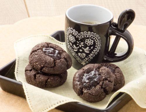 Biscotti al cacao e confettura senza burro