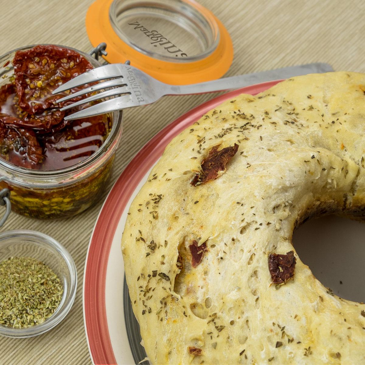 Pane ai pomodorini secchi e origano con lievito madre