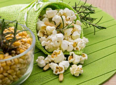 Popcorn al rosmarino, pinoli e pecorino
