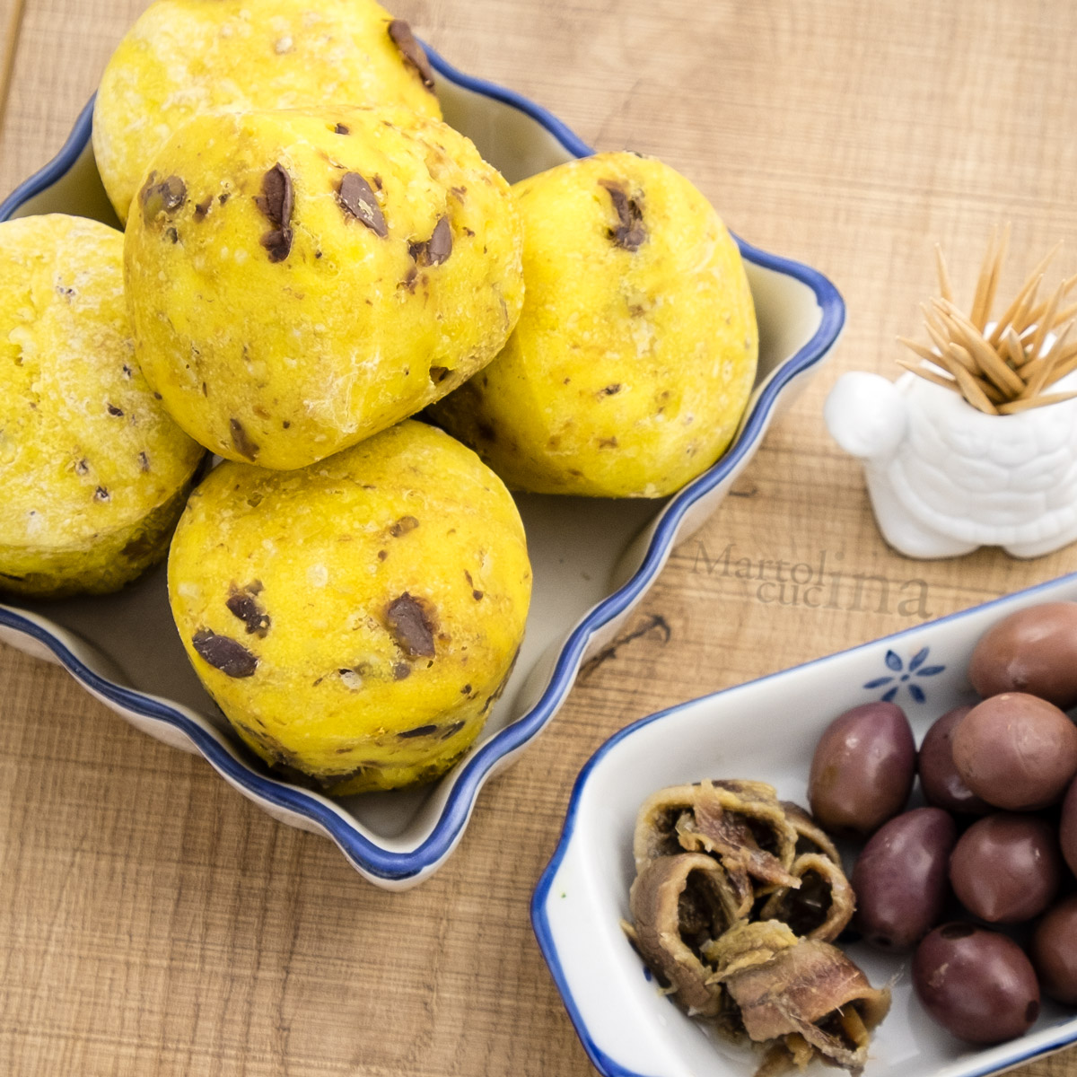 Muffin di pane olive e acciughe