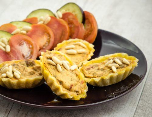 Crostatine salate caprino e caponata
