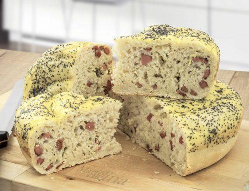 Focaccia wurstel e formaggio, ricetta facile