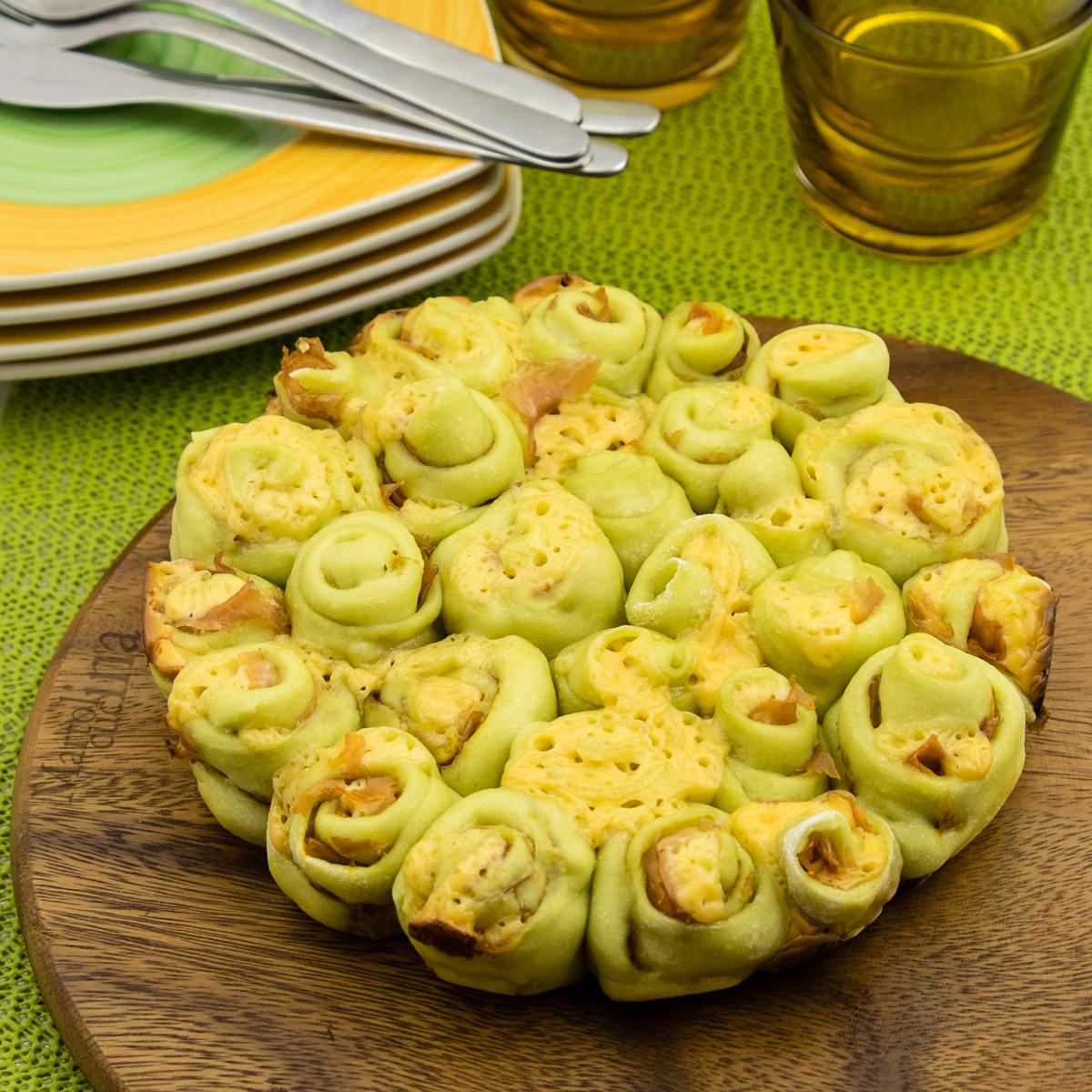 Roselline di pane con prosciutto e formaggio