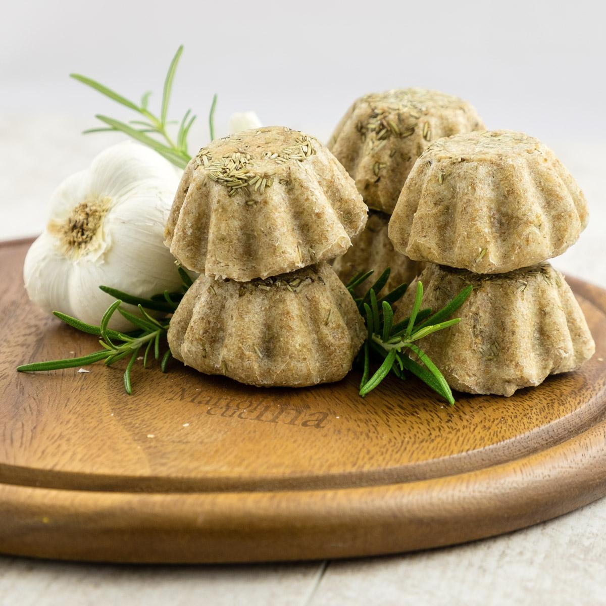 Muffin integrali con rosmarino e aglio