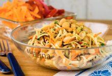 Noodles con verdure e arachidi