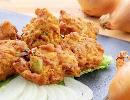Frittelle di cipolla, onion bhajis, ricetta indiana