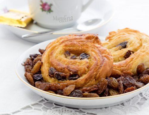 Girelle di sfoglia con uvetta, ricetta facile e veloce