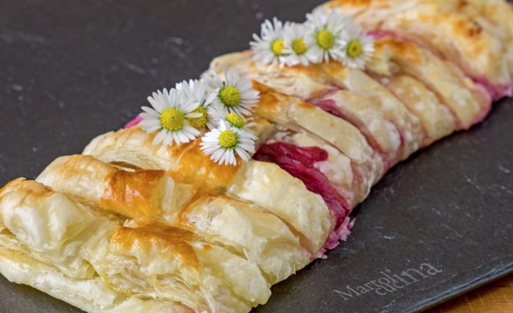 Strudel ai frutti di bosco, ricetta facile con passo passo, dolce veloce
