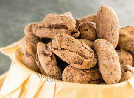 Datteri con mandorle e cacao, senza cottura, ricetta facile