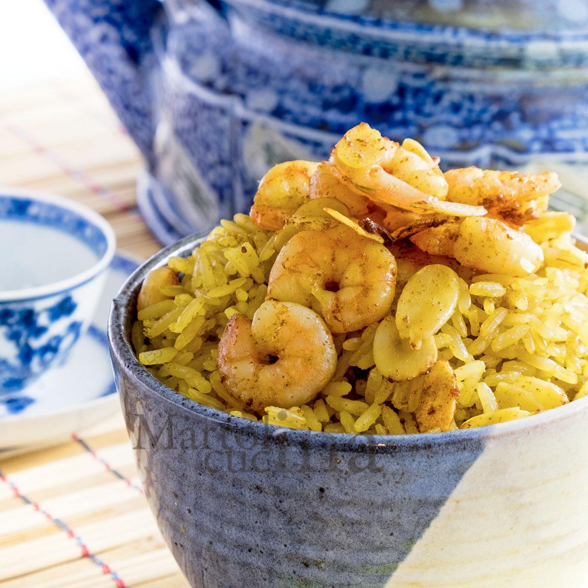 Riso al curry con latte di cocco e gamberetti