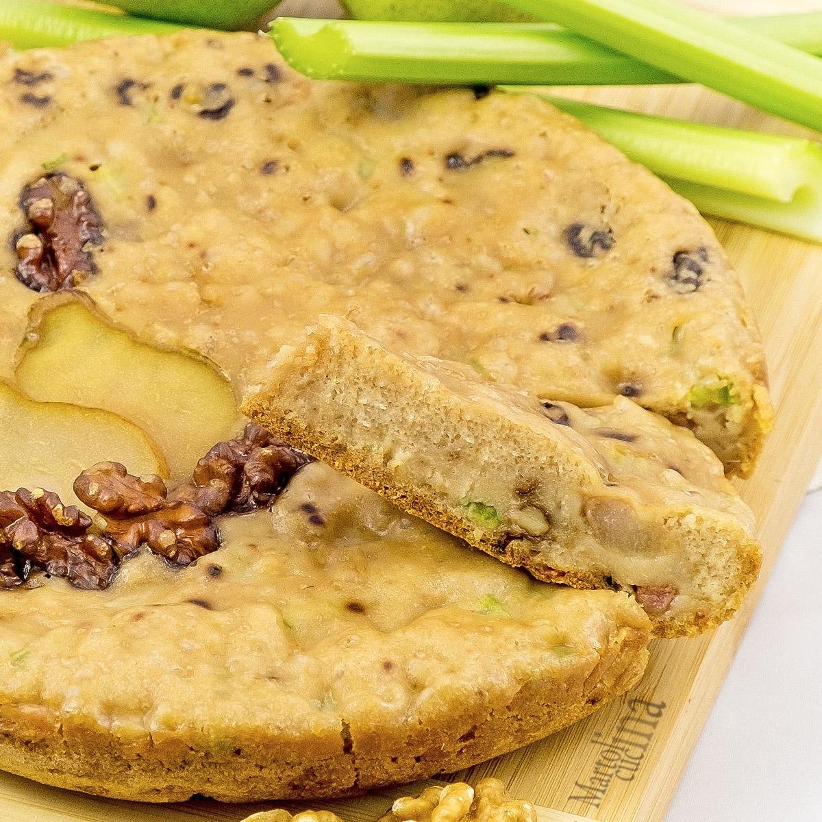 Torta salata con sedano, pere e noci