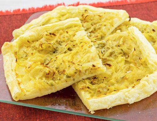 Torta salata con patate e cipolle, ricetta facile, secondo veloce