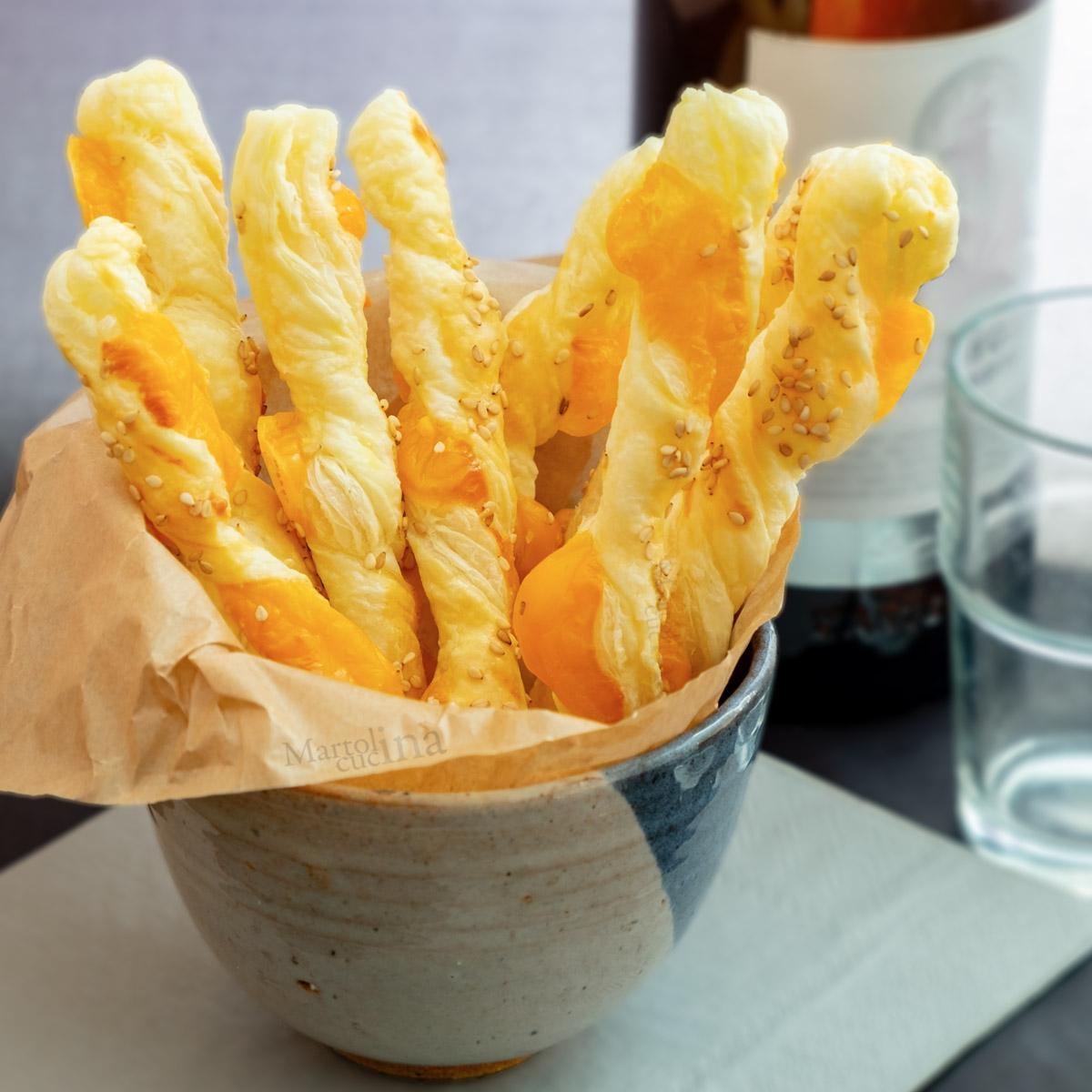 Grissini di sfoglia al formaggio