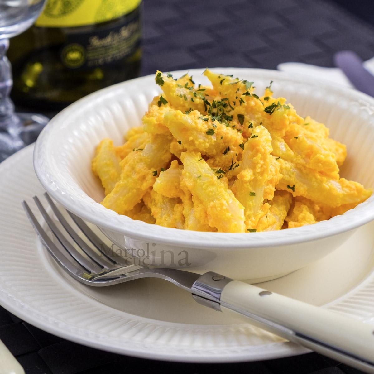 Pasta con crema di carote e curcuma