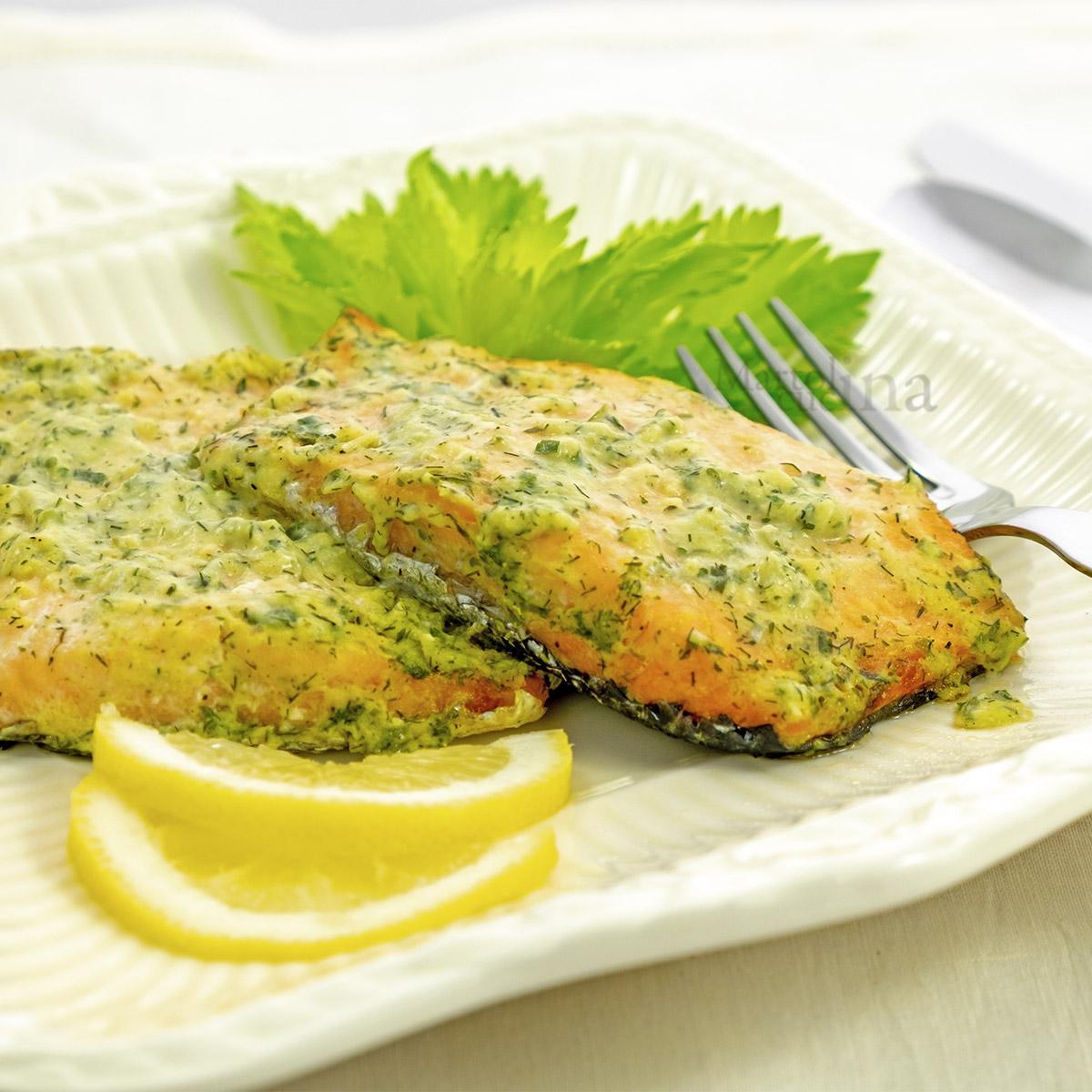 Salmone con erbette e aglio