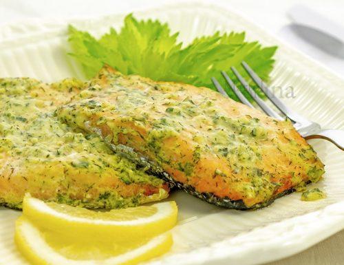 Salmone con erbette e aglio, secondo di pesce facile