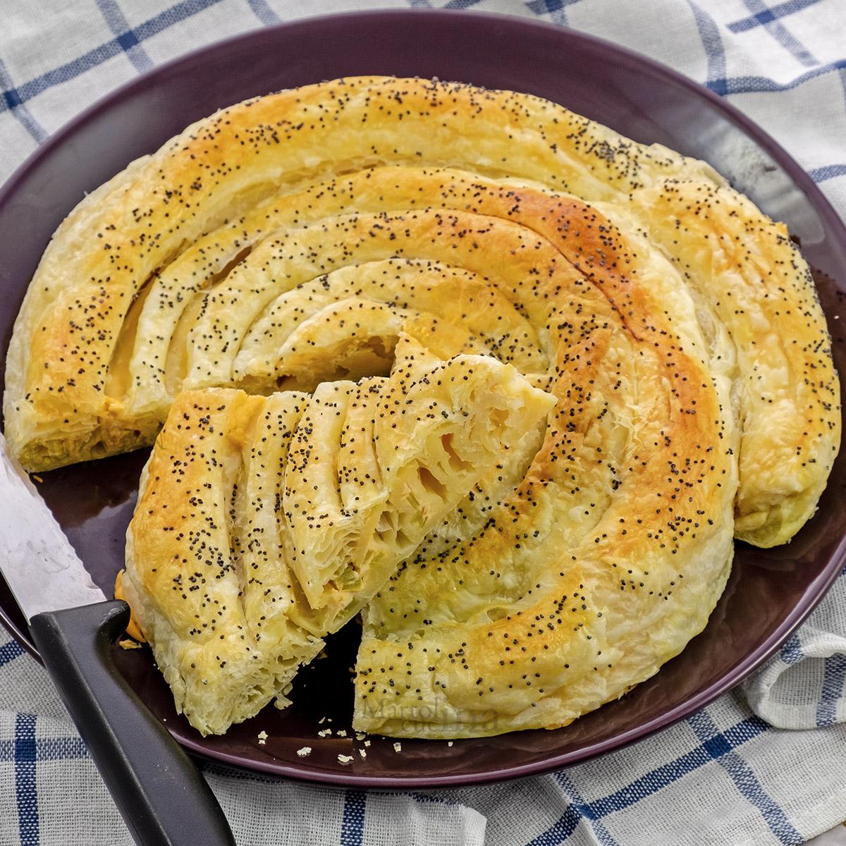 Torta salata con salmone e porri