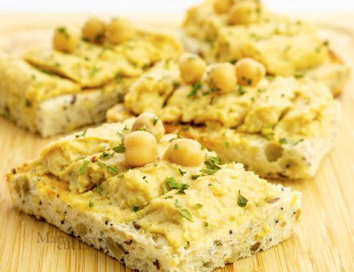 Crostini con crema di ceci, ricetta facile, antipasto