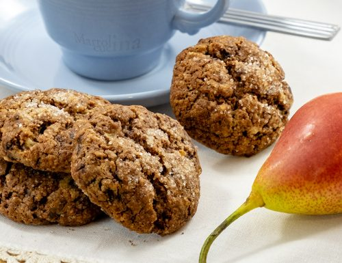 Biscotti con pere e cioccolato, morbidi dentro e velocissimi