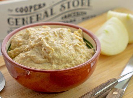 Hummus di cipolle caramellate e balsamico, ricetta facile