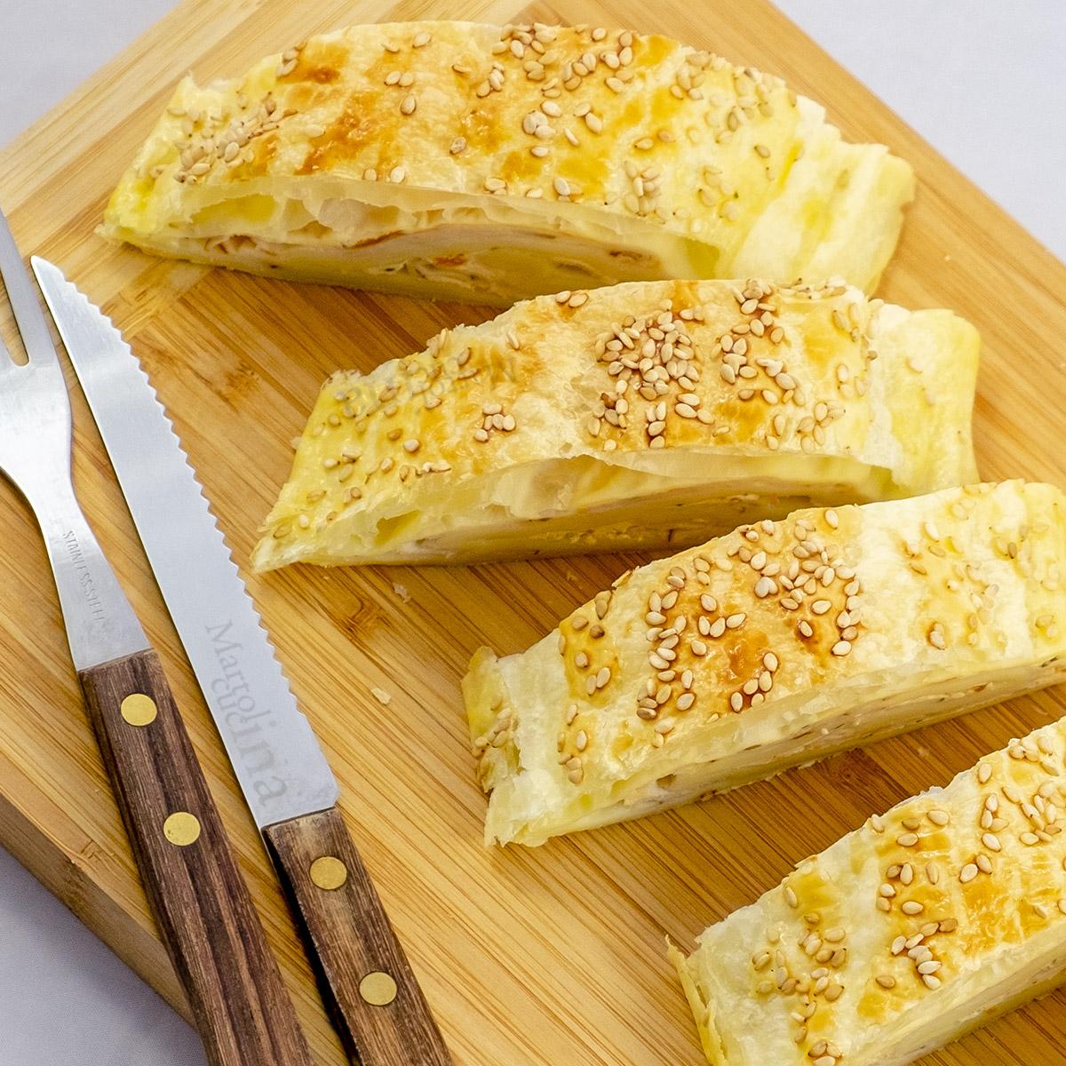 Strudel salato con scamorza e ricotta al pomodoro