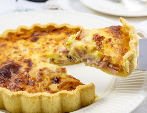 Torta salata con prosciutto, ricotta e formaggio, ricetta velocissima