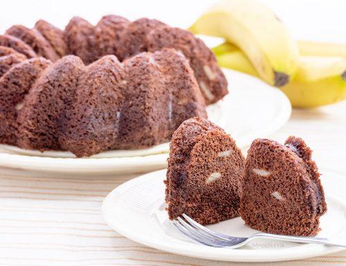 Torta all'acqua con banane e cioccolato, senza burro e uova