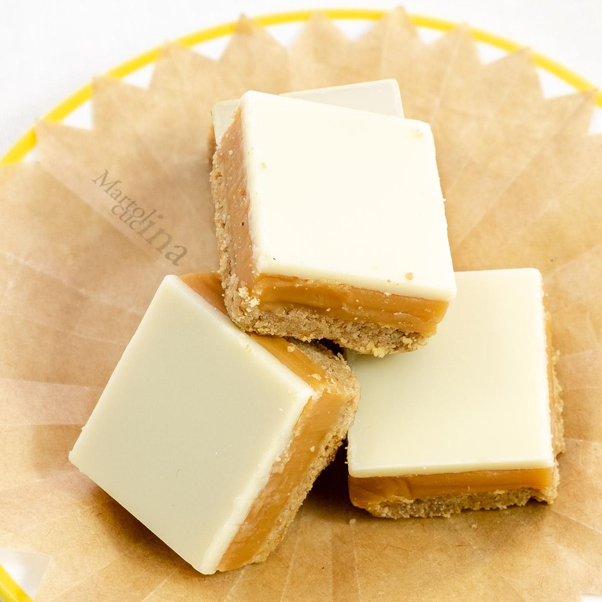 Pasticcini con caramello e cioccolato bianco