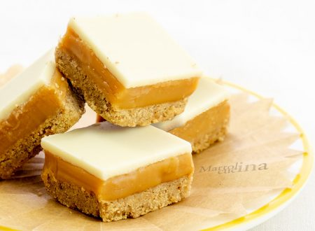 Pasticcini con caramello e cioccolato bianco, ricetta facile, dolci golosi