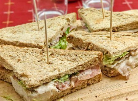 Sandwich con pollo, uova e pancetta, ricetta facile