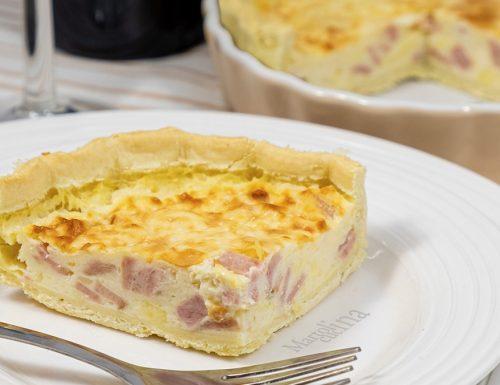 Torta salata con pancetta e formaggio, golosissima