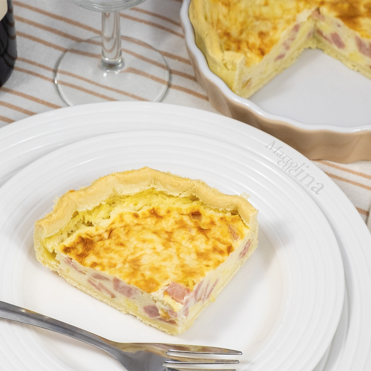 Torta salata con pancetta e formaggio
