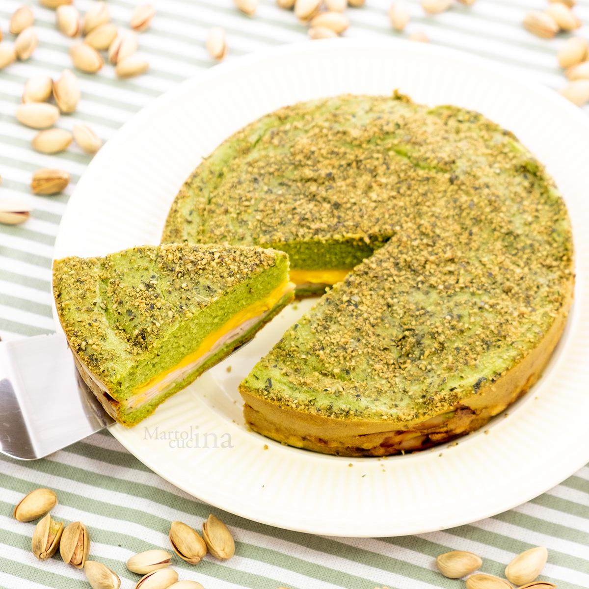 Focaccia ai pistacchi con prosciutto e formaggio