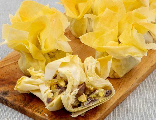 Fagottini di pasta fillo con scarola, ricetta sfiziosa