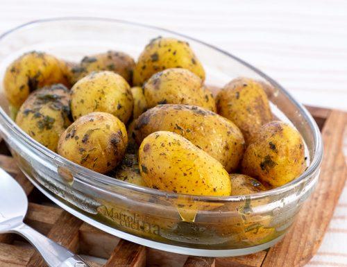 Patate al forno con la buccia, deliziose e facilissime