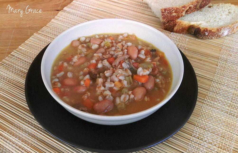 Zuppa di farro con porcini e borlotti