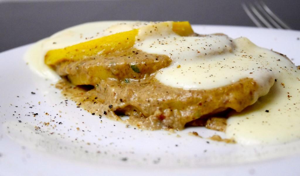 Tortini di polenta con crema ai funghi e fontina