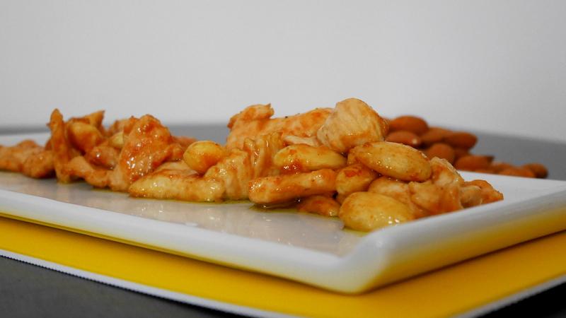 Pollo alle mandorle mastercheffa for Piatto tipico cinese