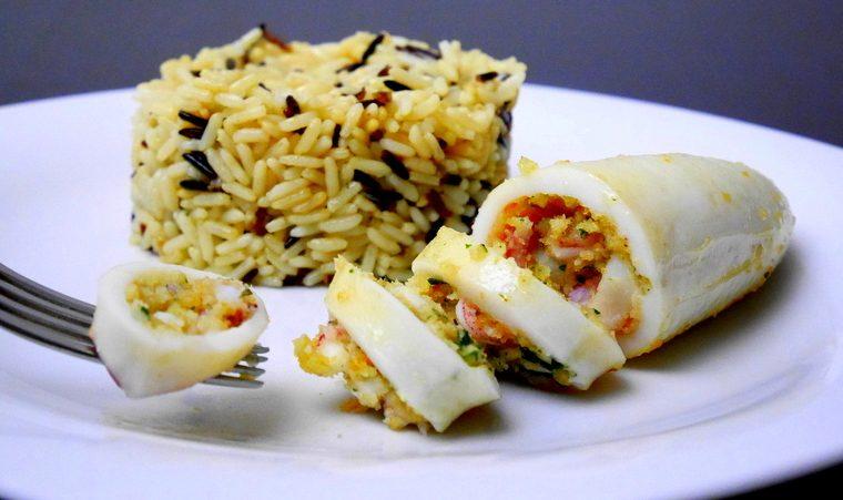 Calamari ripieni al vino bianco con riso pilaf