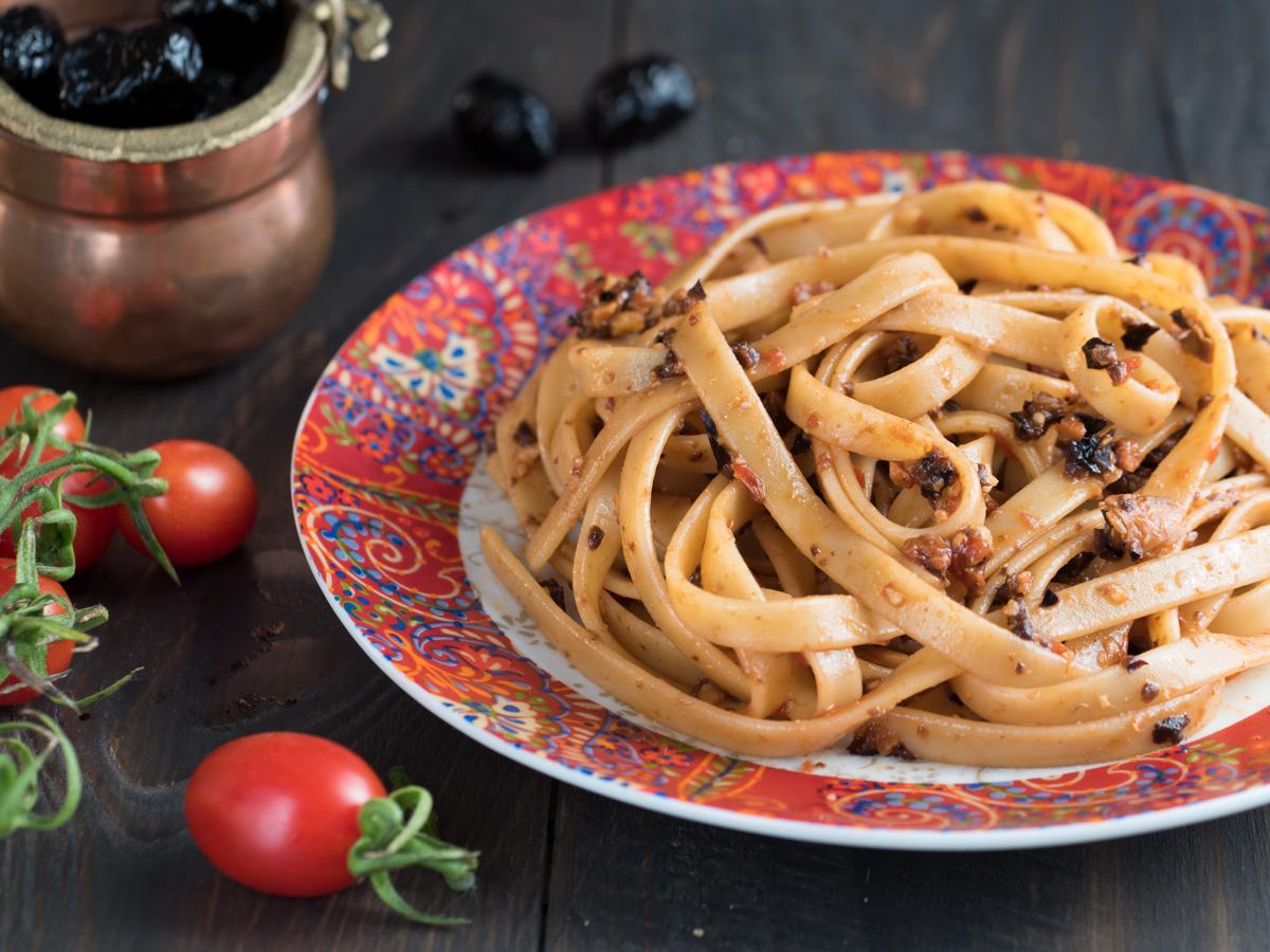 Fettuccine al pesto di olive