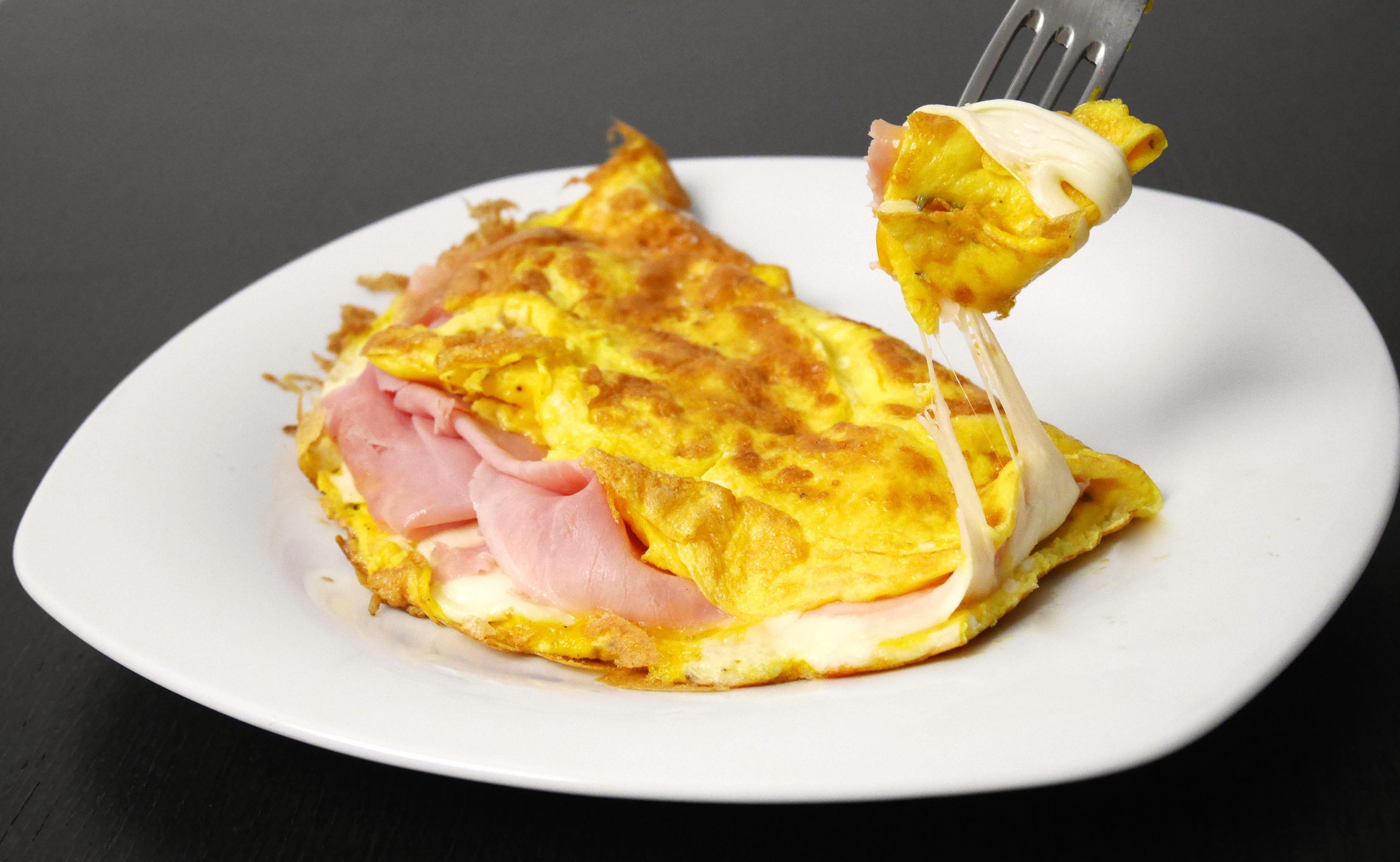 Omelette prosciutto e formaggio mastercheffa - 1000 modi per cucinare le uova ...
