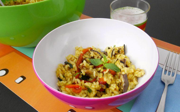 Insalata di riso curry e menta alle verdure