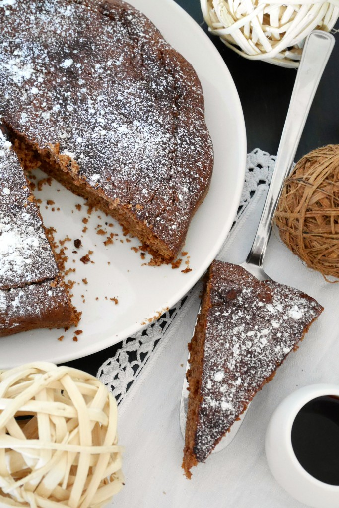 Torta nocciola e scaglie di cioccolato fondente