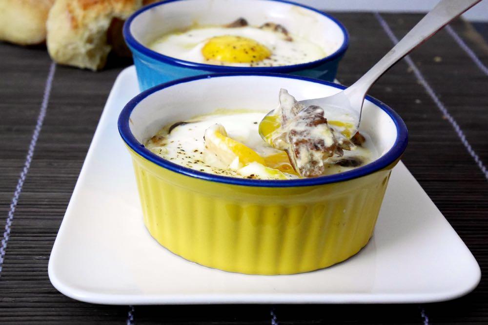 Uova in cocotte con porcini secchi