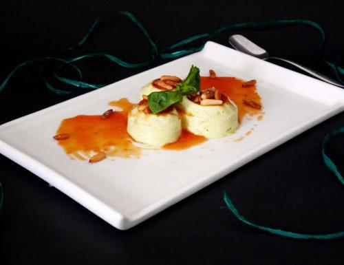 Mousse al basilico su coulis di pomodori e pinoli caramellati