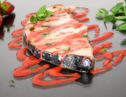 Pesce spada con salsa di fragole alla menta