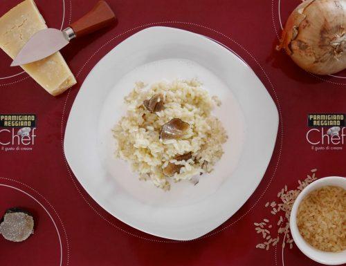 Risotto al tartufo nero su crema leggera al parmigiano