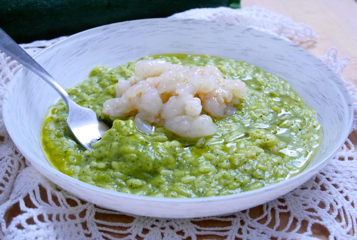 Risotto crema di zucchine e tartare di gamberi