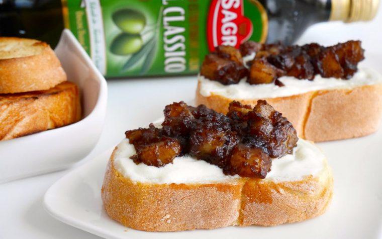 Crostoni con mousse di ricotta all'olio d'oliva e patate caramellate