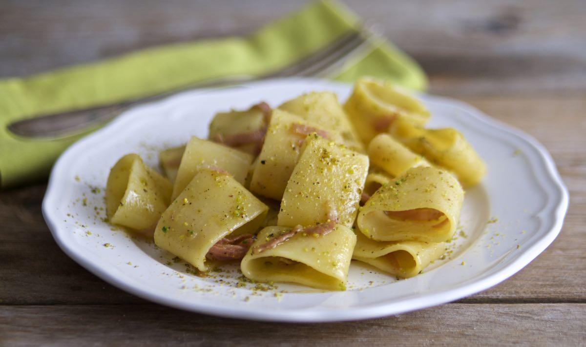 Pasta mortadella e pistacchi